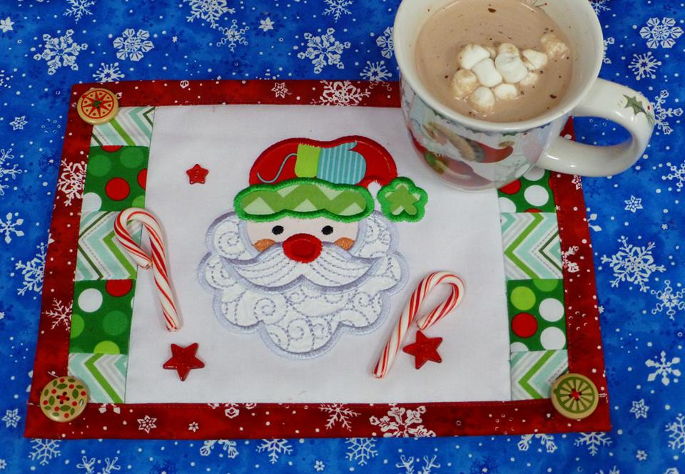 designs-by-juju-here-comes-santa-claus-placemat